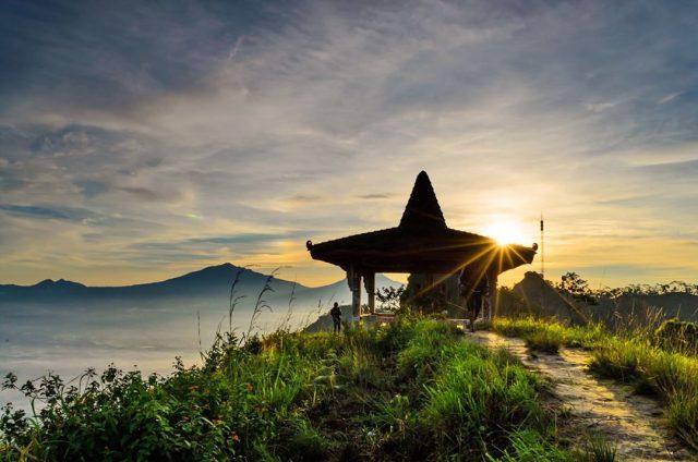 paket tour jogja, paket travelling jogja, paket wisata jogja, paket liburan jogja, sunrise puncak suroloyo, wisata alam jogja, pegunungan jogja, kulon progo, yogyakarta