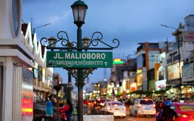 paket wisata jogja, paket liburan jogja, paket tour jogja, paket travelling jogja, jalan malioboro, destinasi wisata jogja,andong, becak, daerah istimewa yogyakarta