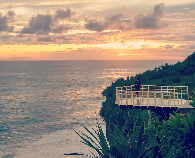 paket wisata jogja, paket liburan jogja, paket tour jogja, paket travelling jogja, pantai nguluran, jembatan kaca, gunungkidul, liburan ke jogja, destinasi wisata jogja, daerah istimewa yogyakarta