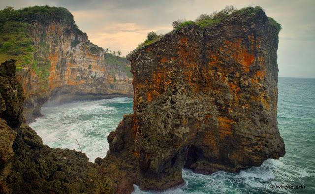 paket wisata jogja, paket liburan jogja, paket tour jogja, paket travelling jogja, pantai ngungap, pantai gunungkidul, wisata air jogja, destinasi wisata jogja, liburan ke yogyakarta