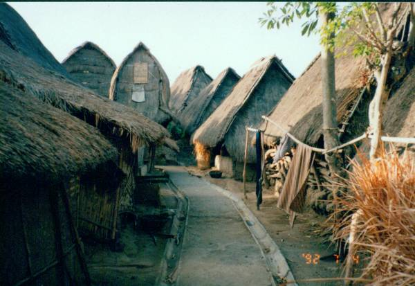 Paket Wisata Lombok, Desa Sade