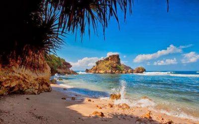 paket wisata jogja, paket liburan jogja, paket tour jogja, paket travelling jogja, pantai nglambor, gunungkidul, wisata gunungkidul, destinasi wisata jogja, daerah istimewa yogyakarta